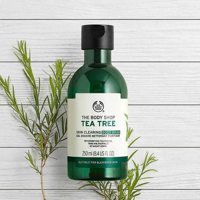 sữa rửa mặt The Body Shop Tea Tree Skin Clearing Facial Wash.